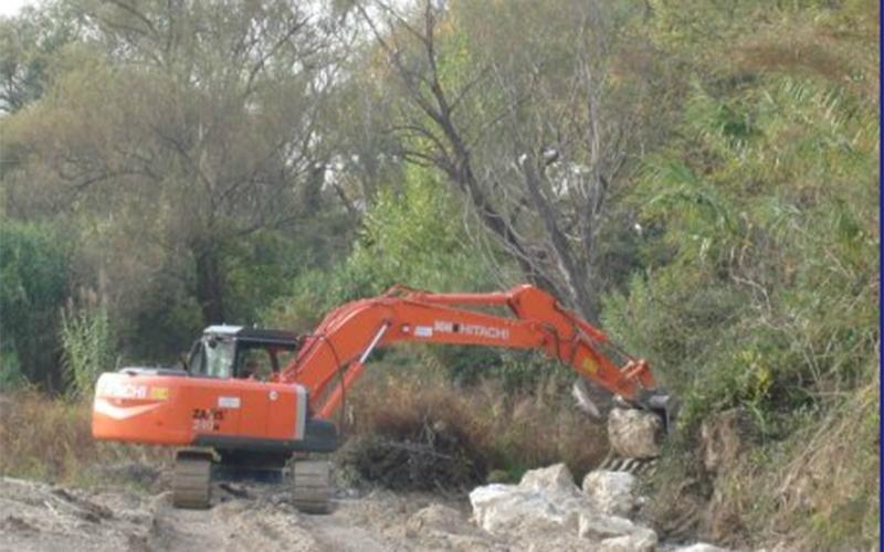 Manutenzione argini fiume