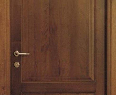 porte con maniglieria, produzione porte maniglieria, posa porte legno