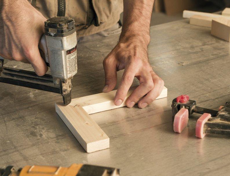 mobili produzione artigianale, progettazione mobili artigianali, arredamenti su misura legno pregiato