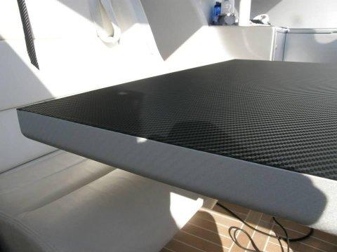 tavolino rivestito con pellicole carbonio argerto e nero daino 3M