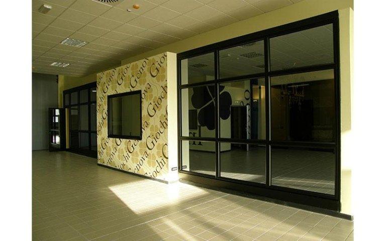decorazioni muri e vetrine