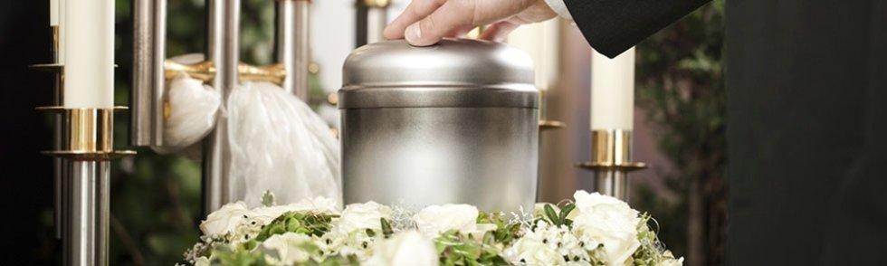 fiori bianche con articolo funerale