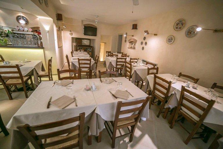 ristorante con ampia sala