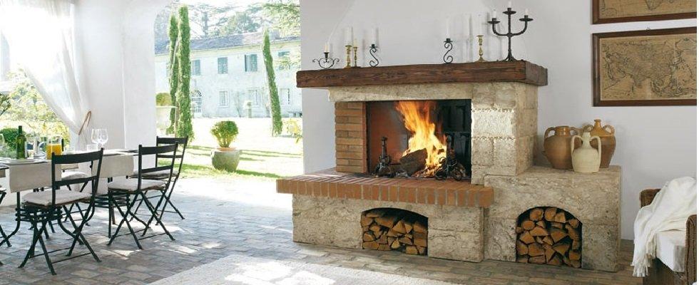 camino in legno per una casa moderna