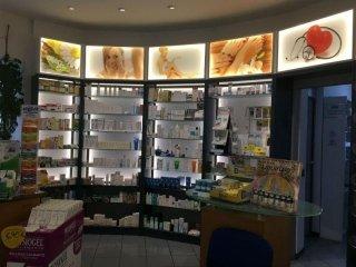 scaffali farmacia sant'anna Como