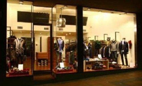 negozio abbigliamento maschile