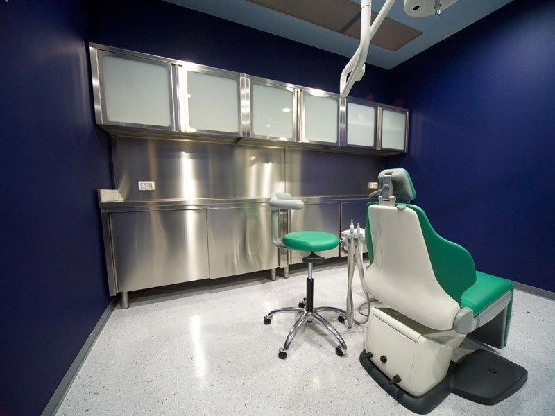 Arredamento per studi medici in acciaio inox prato for Arredamento in acciaio