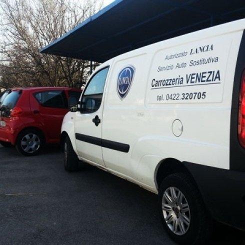 il veicolo a disposizione dei clienti in attesa della riparazione della loro auto