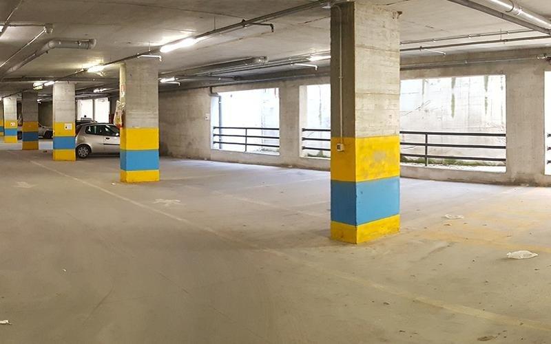 Interno parcheggio multipiano