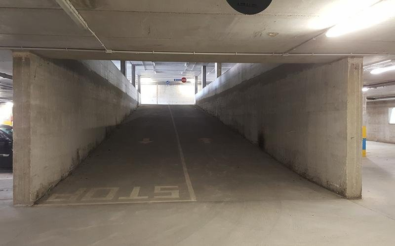 Ingresso parcheggio multipiano
