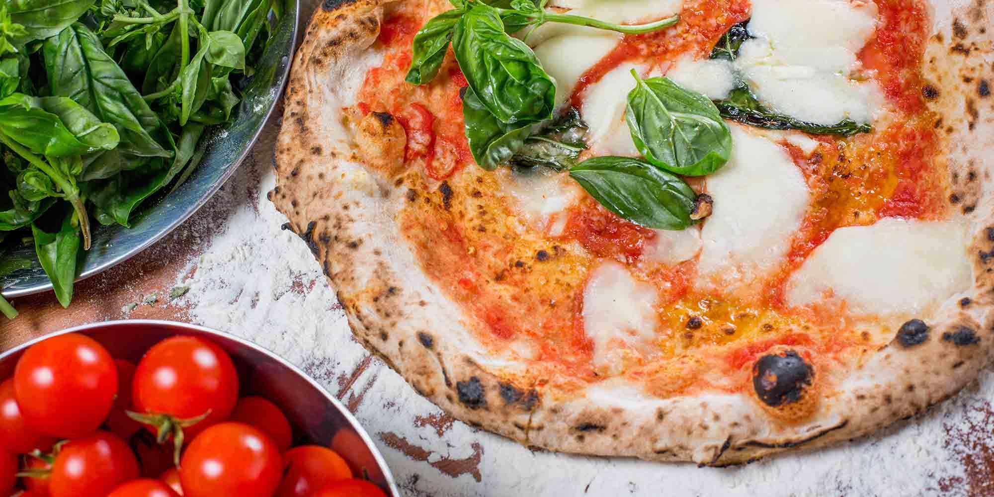 Pizza con formaggio spinaci e pancetta a Messina