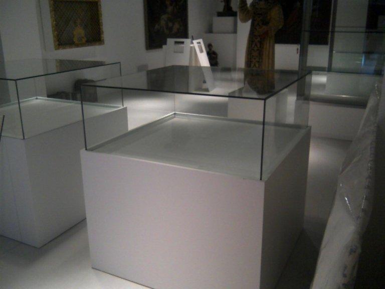 installazione vetrine per museo