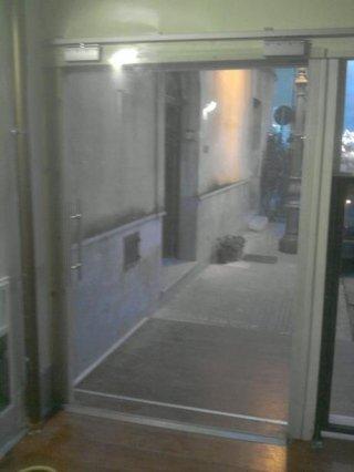 porta scorrevole a vetri esterna