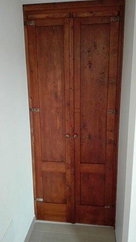una finestra in legno