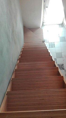 delle scale in legno
