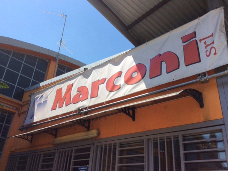 Banner con il nome del negozio