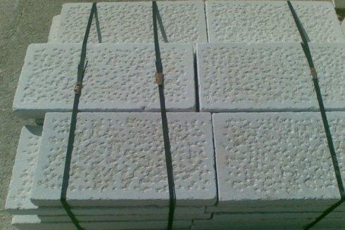 basolato con superficie spuntata a mano lavorato a buratto