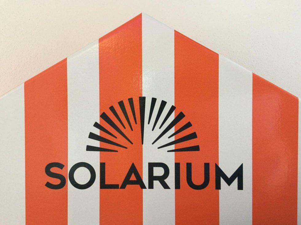 SOLARIUM: protetta, abbronzata, sopra le righe