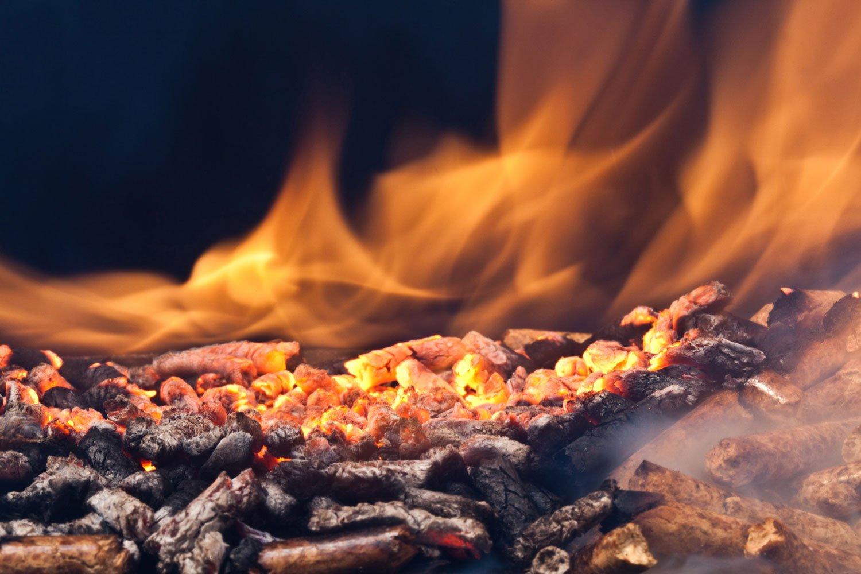 Particolare fuoco nel caminetto
