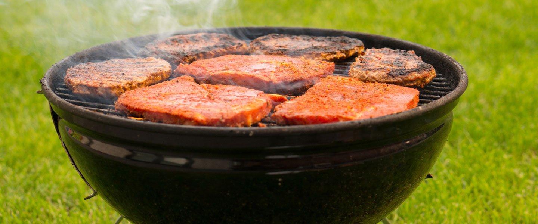primo piano Barbecue in giardino