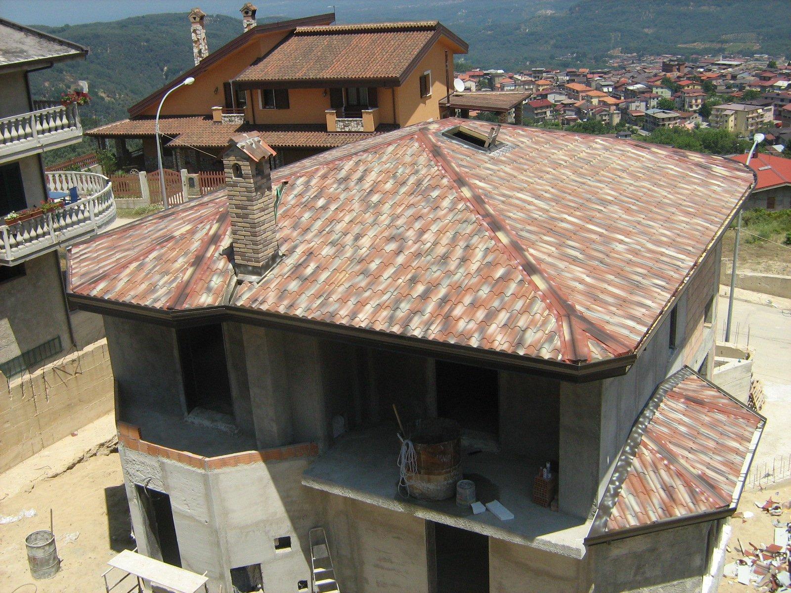 esterno di un edificio con vista laterale sulle montagne