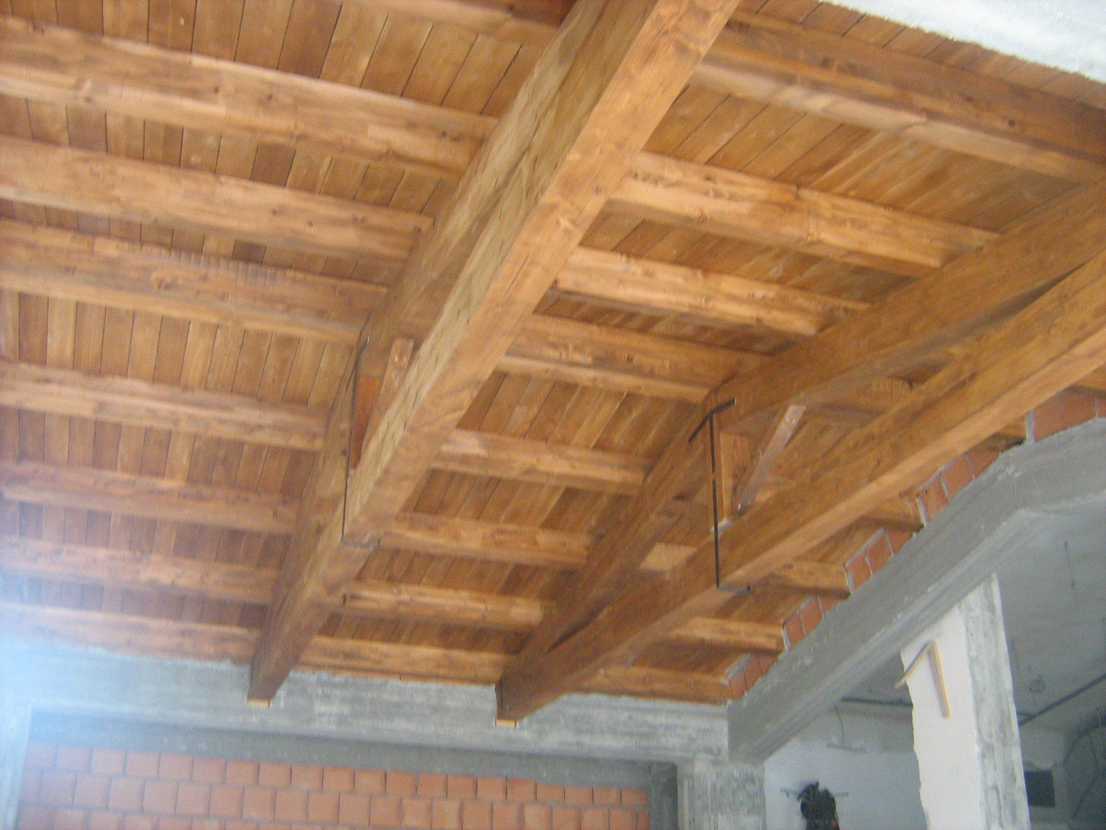 soffitto con travi a vista