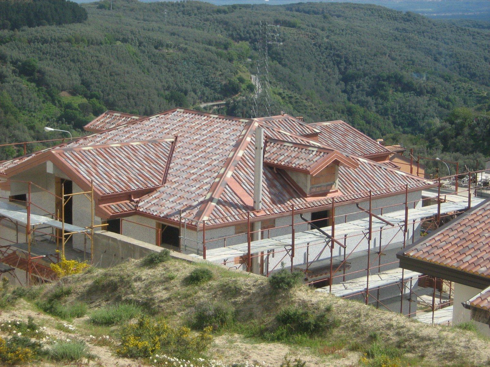 vista laterale di una ristrutturazione di un edificio
