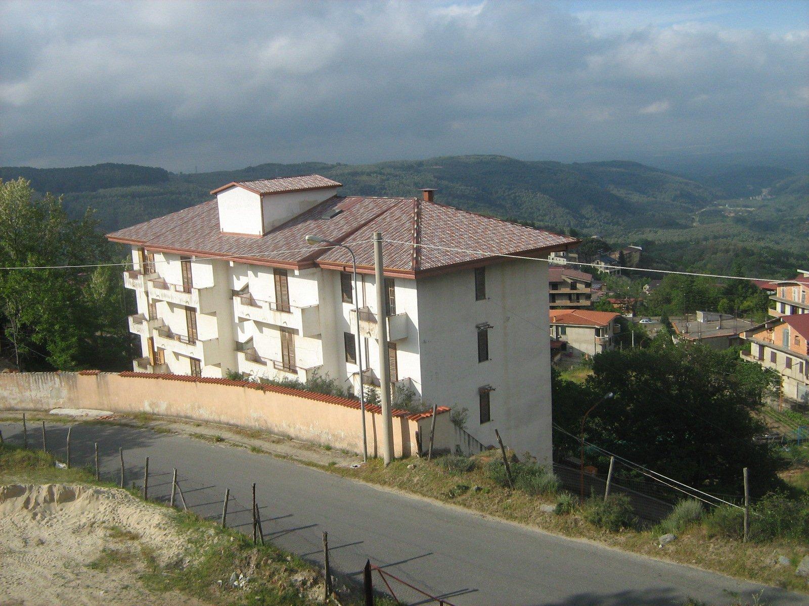 condominio con vista sulle montagne