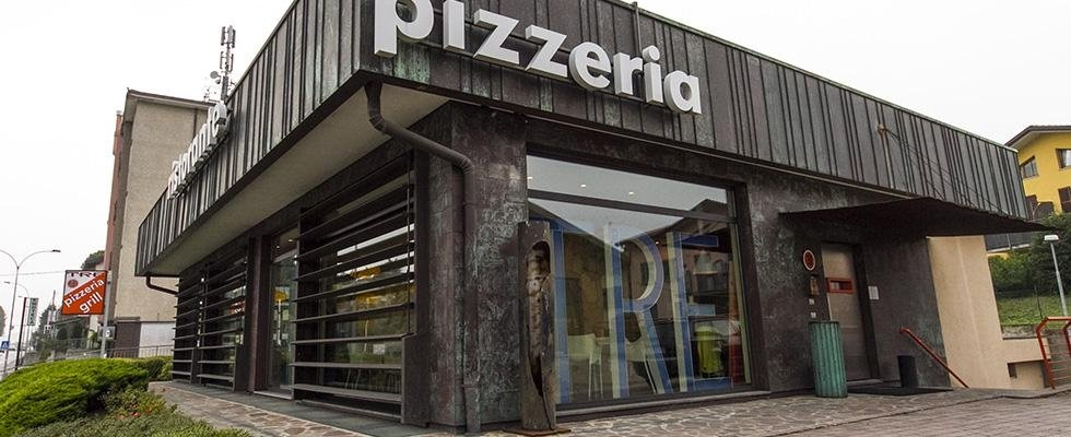 esterno pizzeria tre