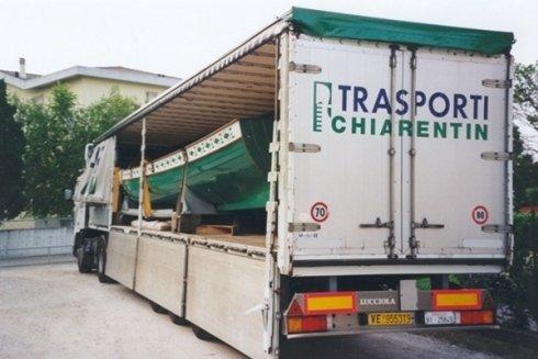 Trasporto mezzi speciali e container.