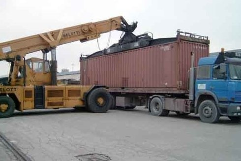 Svuotamento container e movimentazione merci.