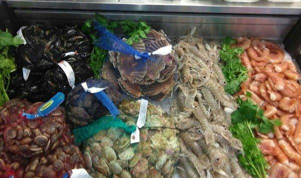 pescato fresco di giornata con gamberi e cozze