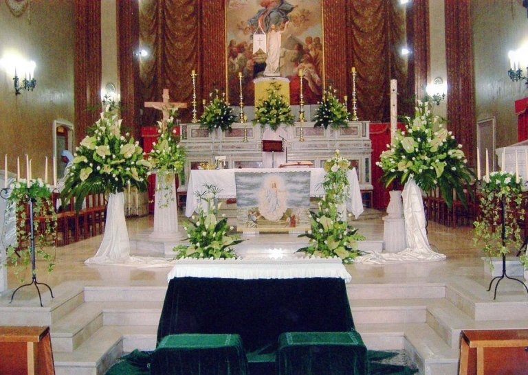 Zeverino Pietro - Allestimenti floreali in chiesa