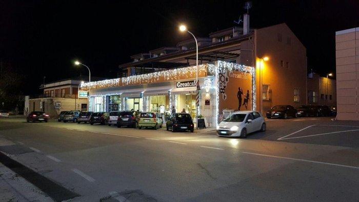 Luminarie natalizie per negozio a Sassari
