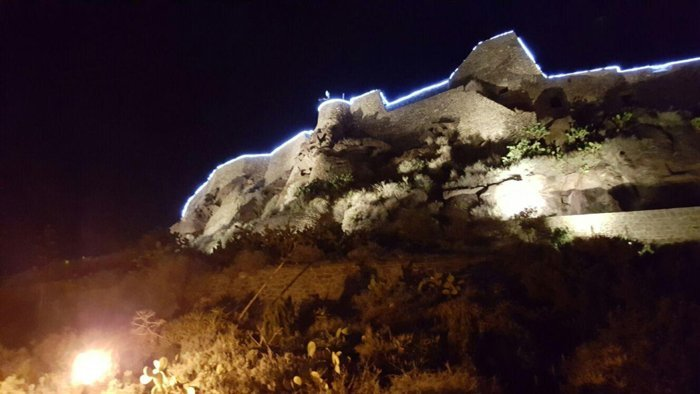 luminarie per feste su tetto casa a v