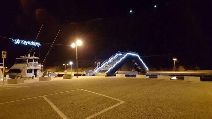 luminarie natalizie su ponte a Castelsardo