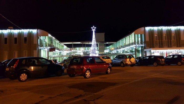 illuminazione natalizia parcheggio di Oristano
