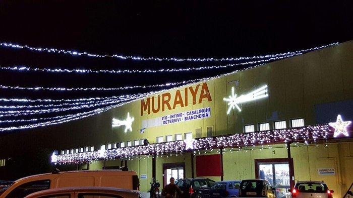 Illuminazione natalizia per negozio