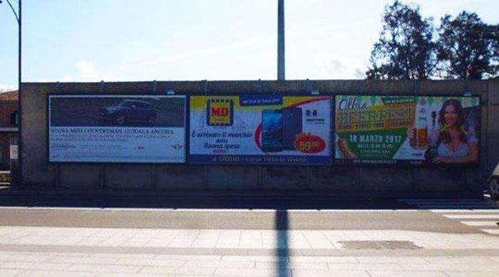 Cartelloni pubblicitari in Via D'Annunzio a Olbia