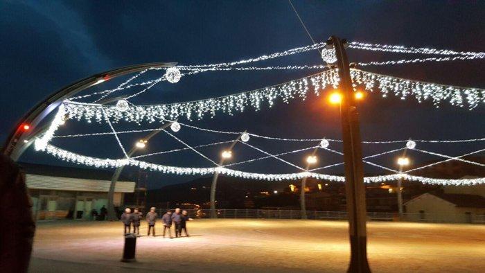 luminarie natalizie in piazza a Castelsardo