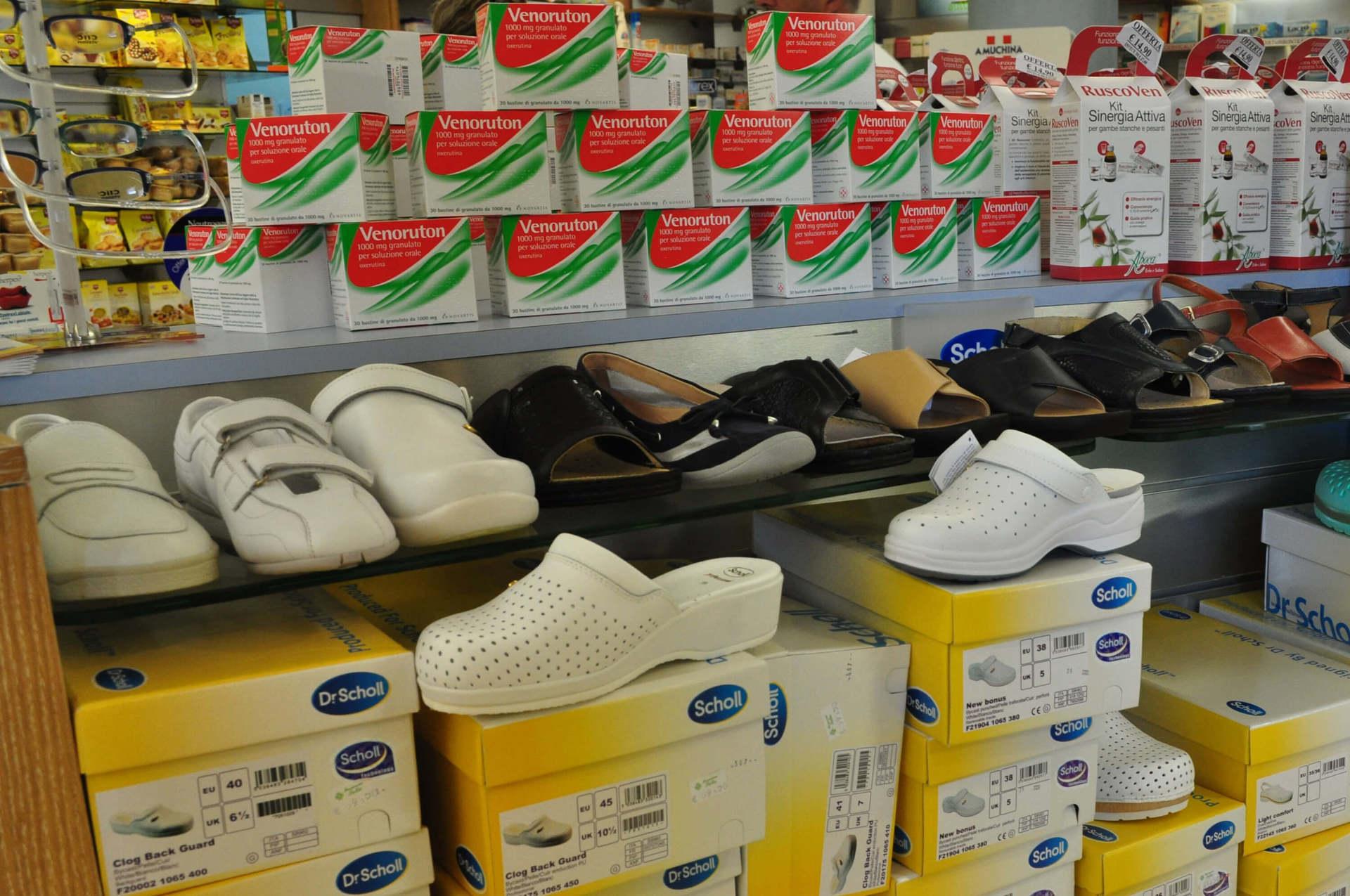 farmacia omeopatia ed erboristeria con calzature ortopediche