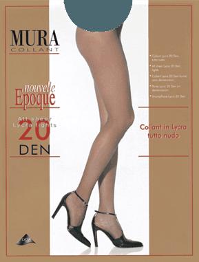 Due gambe di una donna con dei collant natural