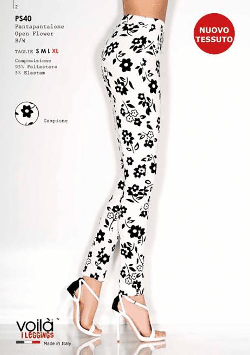 dei pantaloni bianchi con dei disegni a fiori neri