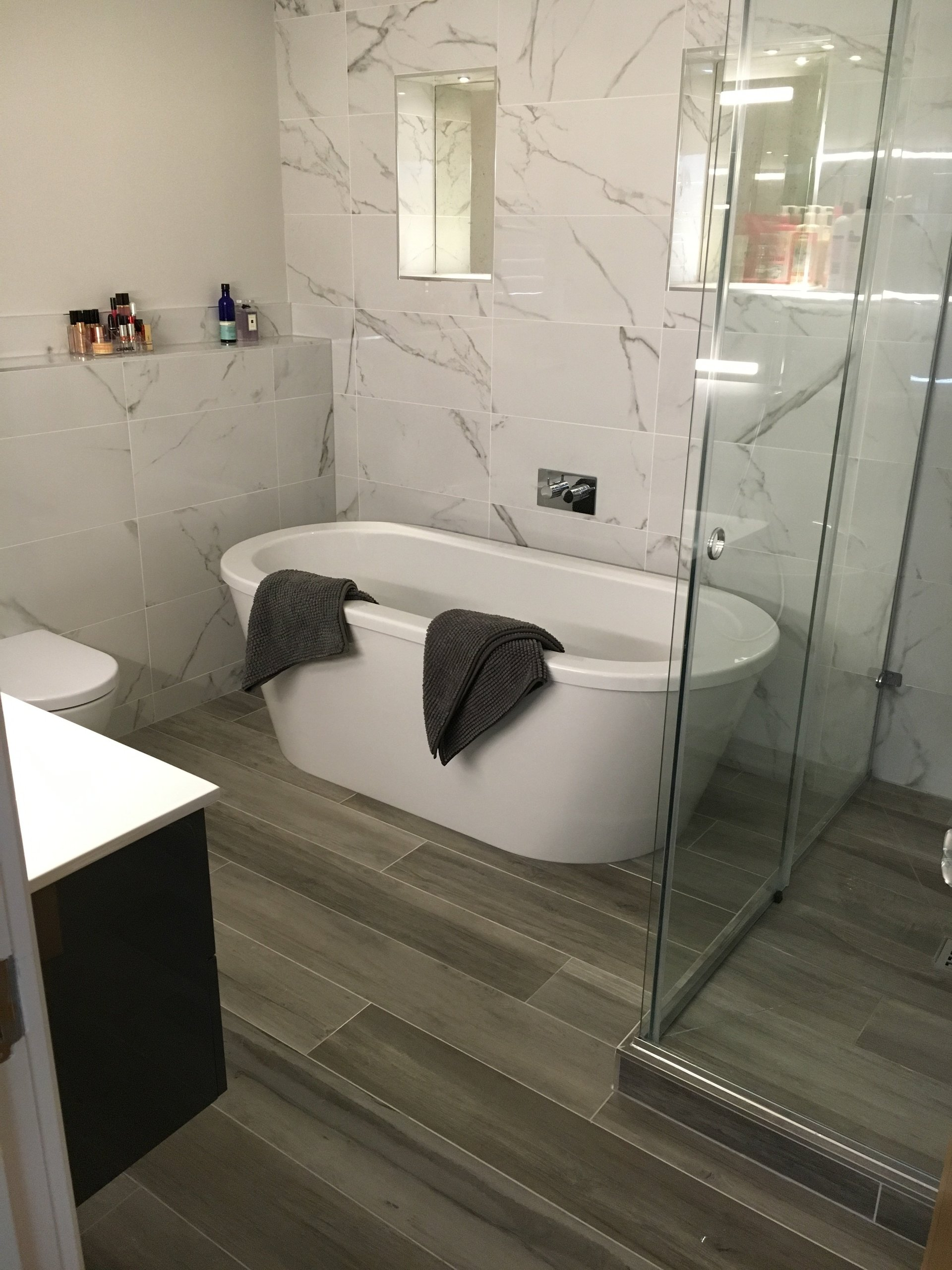 Although Many Choose The Traditional White, These Baths Come In A Variety  Of Colours For Even More Wow Factor.