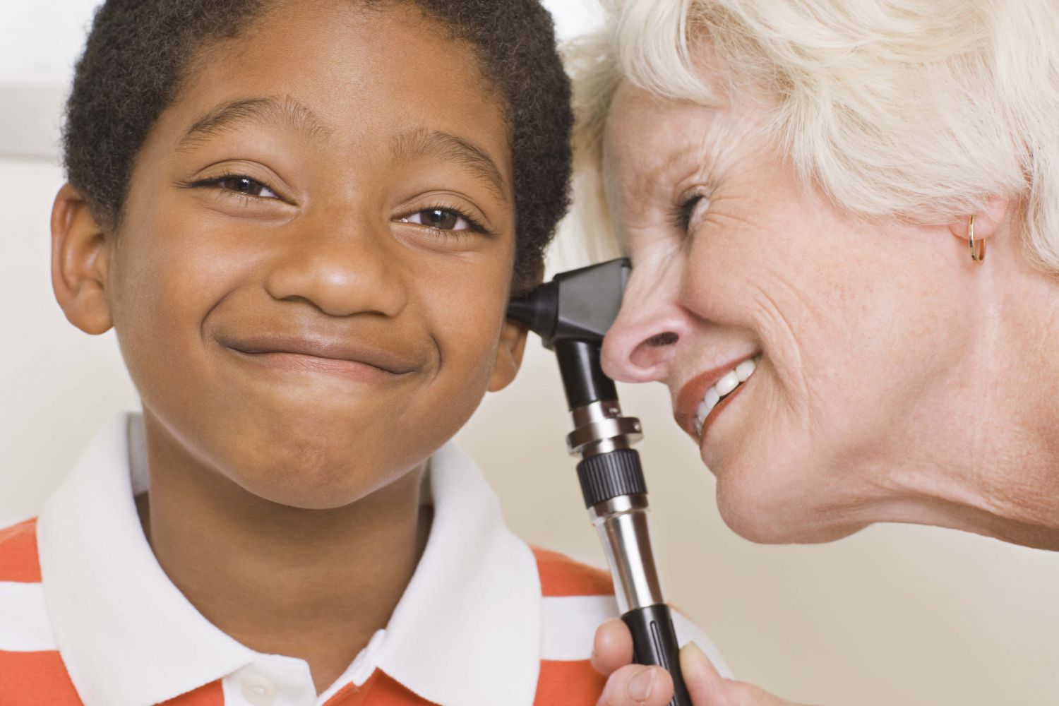 audiologist gives boy a hearing test in Cincinnati, OH