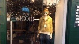 negozio d'abbigliamento, boutique di moda, vendita abbigliamento