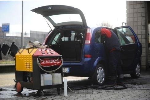 Pulizia accurata interni auto