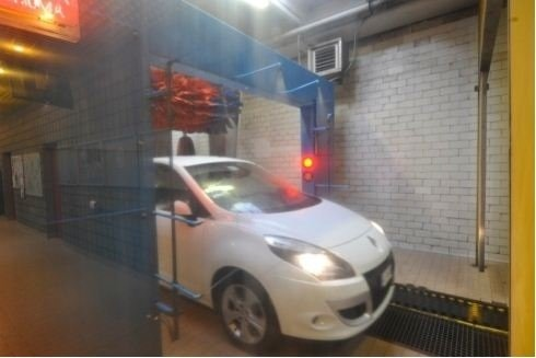 Lavaggio auto a mano e a macchina