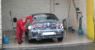 Lavaggio a mano delle auto