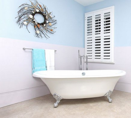 retro bathroom design with seashells decoration on the wall